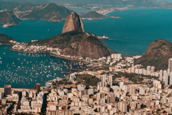 Brasil reabre fronteiras aéreas com uma nova exigência, o seguro saúde