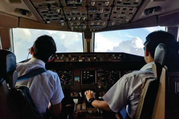 como o ar é renovado e filtrado nas aeronaves